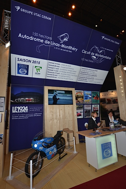 RETROMOBILE-2015-Le-stand-du-CERAM-des-circuits-de-MONTLHERY-et-MORTFONTAINE-Photo-Thierry-THOMASSIN