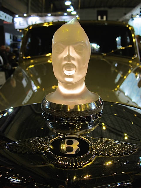 RETROMOBILE-2015-Stand-Carrosserie-LECOQ-Bouchon-radiateur-LALIQUE-de-la-BENTLEY-Photo-Thierry-THOMASSIN