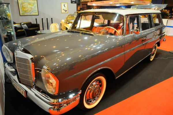 RETROMOBILE-2015-Stand-Mercedes-une-190-Break-de-1965