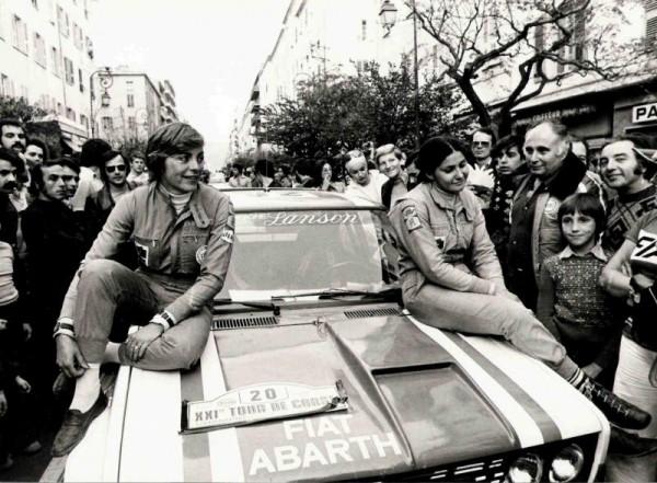 TOUR-DE-CORSE-1977-Arrivee-FIAT-131-ABARTH-de-MOUTON-CONCONI-Jacques-FOULON-est-sur-la-droite