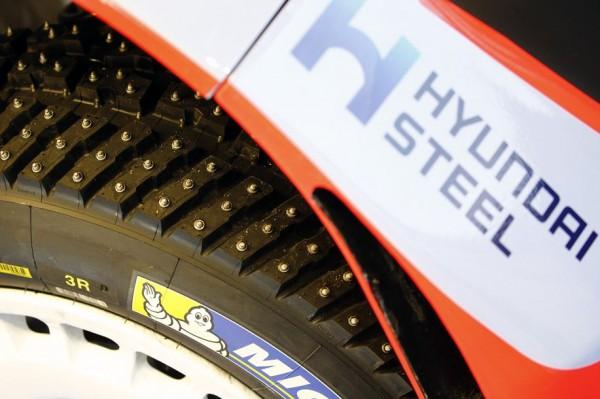WRC-2015-HYUNDAI-i20-WRC-Les-pneumatiques-cloutrés-de-MICHELIN
