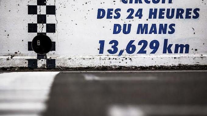 unnamed (2)CIRCUIT DES 24 HEURES DU MANS-Ligne de depart-arrivee