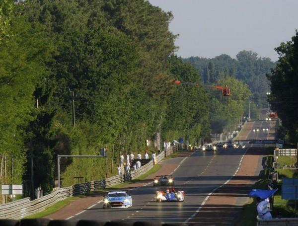 24-HEURES-DU-MANS-2011-Ligne-droite-des-HUNAUDIERES