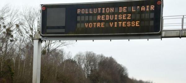 ATTENTION   PANNEAU RALENTIR POLLUTION PERIPHERIQUE PARIS
