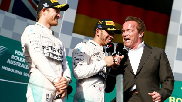 F1-2015-MELBOURNE-ROSBERG-et-HAMILTON-sur-le-podium-avec-ARNOLD-SHWARTZENEGGER