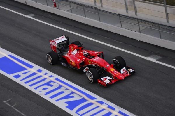 F1-2015-MONTMELO-27-FEVRIER-KIMI-RAIKKONEN-quitte-son-stand-Photo-MAX-MALKA