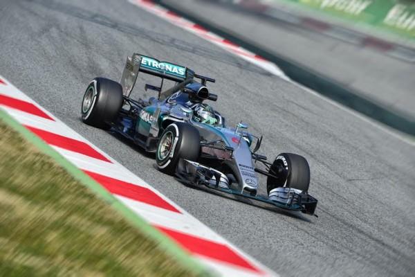 F1-2015-MONTMELO-27-FEVRIER-NICO-ROSBERG-et-sa-MERCEDES-Photo-MAX-MALKA