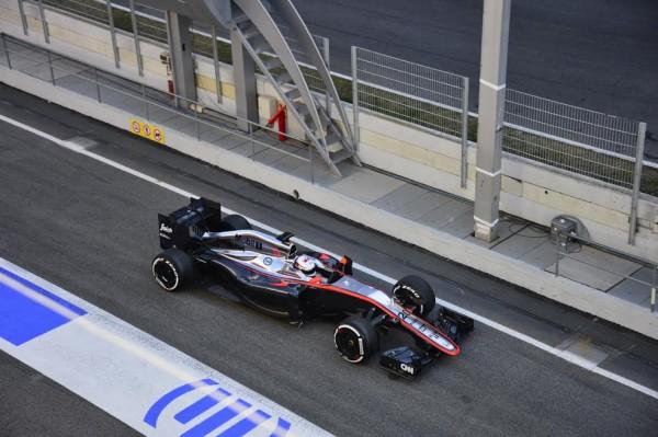 F1-2015-MONTMELO-28-FEVRIER-McLAREN-HONDA-Kevin-MAGNUSSEN-Photo-MAX-MALKA