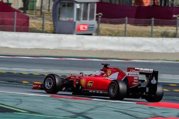 F1-2015-MONTMELO-Dimanche-1er-mars-La-FERRARI-avec-SEB-VETTEL-pendant-les-derniers-essais-Photo-Antpoine-CAMBLOR