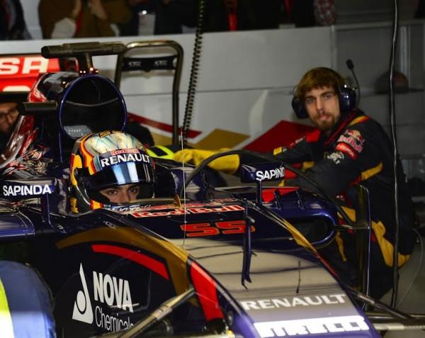 F1-2015-MONTMELO-Stand-TORO-ROSSO-Carlos-SAINZ-Jr-Photo-MAX-MALKA