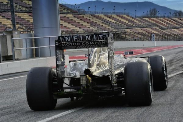 F1 2015- MONTMELO Test 26 fevrier-La RED BULL quitte so box - Photo Max MALKA.jp