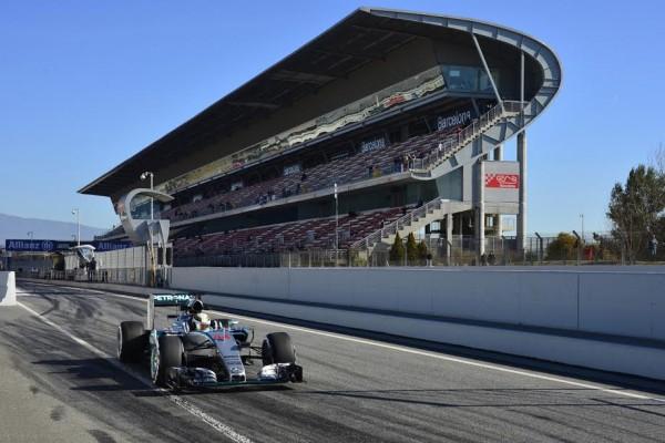 F1-2015-MONTMELO-Test-Samedi-28-fevrier-FORMULA-ONE-TESTS-DAYS-LEWIS-HAMILTON-LE-PLUS-RAPIDE-ce-samedi-avec-la-MERCEDES-Photo-MAX-MALKA