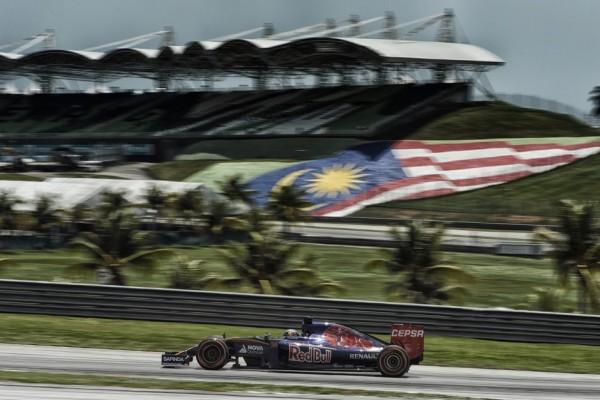 F1 2015 SEPANG - Belles performances des deux TORO ROSSO qui devancent les deux RED BULL