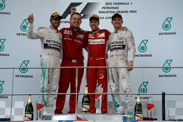 F1-2015-SEPANG-LE PODIUM avec SEBASTIAN VETTEL le grand vainqueur ce dimanche 29 mars devant HAMILTON et ROSBERG