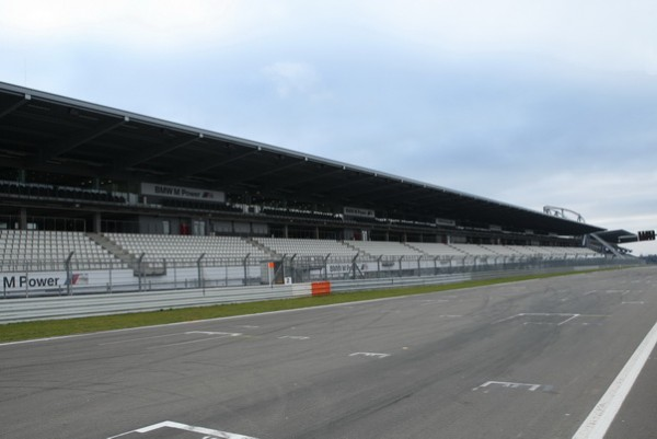 F1-GP-ALLEMAGNE-2013-le-7-juillet-prochain-la-grille-de-départ-au-Nürburgring-sera-probablement-vide-comme-sur-la-photo-©-Manfred-GIET