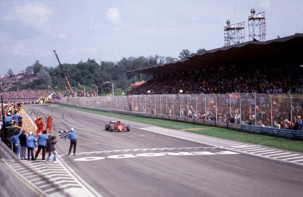 F1 - GP SAN MARINO a IMOLA le dimanche 1er mai 1983- Victoire de la FERRARI de Patrick TAMBAY -Photo Bernard BAKALIA