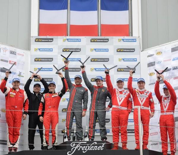 V-de-V-2015-BARCELONE-Le-podium-GT-avec-les-LAFARGUE-victorieux-devant-Equipe-AKKA-ASP-et-VISIOM-Photo-Antoine-CAMBLOR