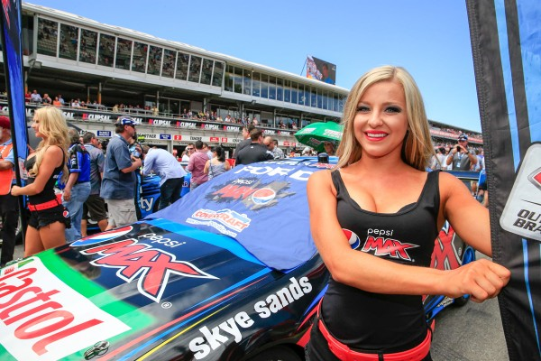 V8-SUPERCAR-2015-CLIPSAL-500-ADELAIDE-GRID-GIRL