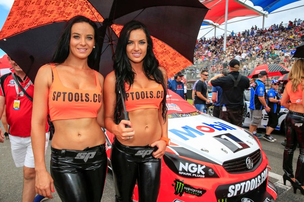 V8 SUPERCAR 2015 CLIPSAL 500 ADELAIDE -GRID GIRLS