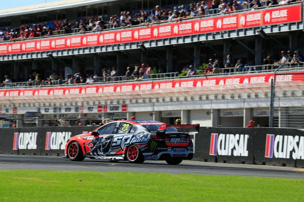 V8-SUPERCAR-2015-CLIPSAL-500-ADELAIDE-vICTOIRE-de-JAMES-COURTNEY-dans-la-3éme-course