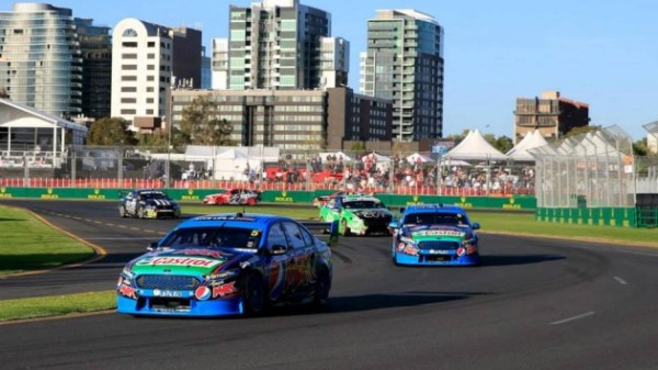 V8-SUPERCAR-2015-GP-AUSTRALIE-MELBOURNE-Les-FORD-de-Mark-WINTERBOTTOM-e-Chaz-MOSTERT.