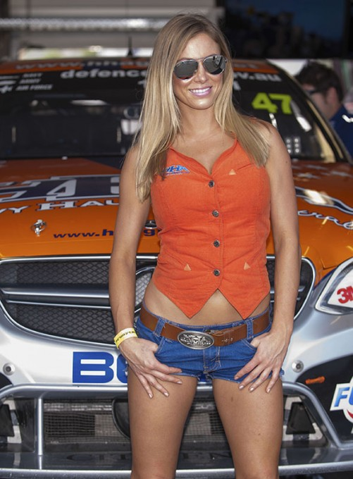 V8-SUPERCAR-2015-GRID-GIRL