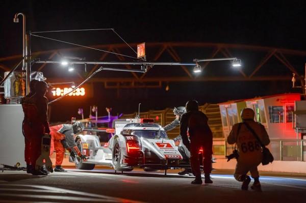 WEC-2014-Circuit-PAUL-RICARD-Essai-de-nuit-Stand-AUDI-R18-e-tron-quattro-N°7-Photo-Antoine-CAMBLOR