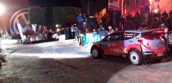 WRC-2015-MEXIQUE-La-HYUNDAI-de-Thierry-NEUVILLE-dans-les-rues-de-GUANAJUATO