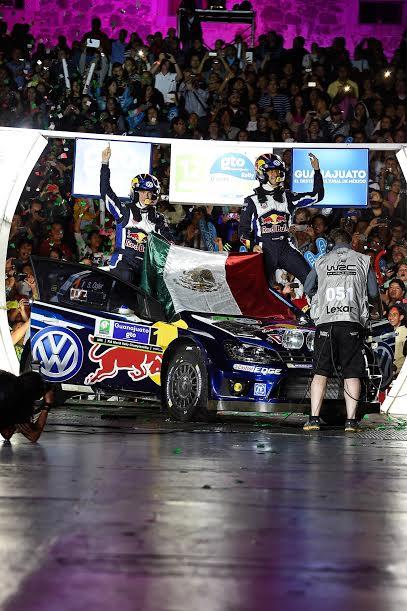 WRC-2015-MEXIQUE-Folle ambiance autour des CHAMPIONS du monde OGIER-INGRASSIA-Team-VW