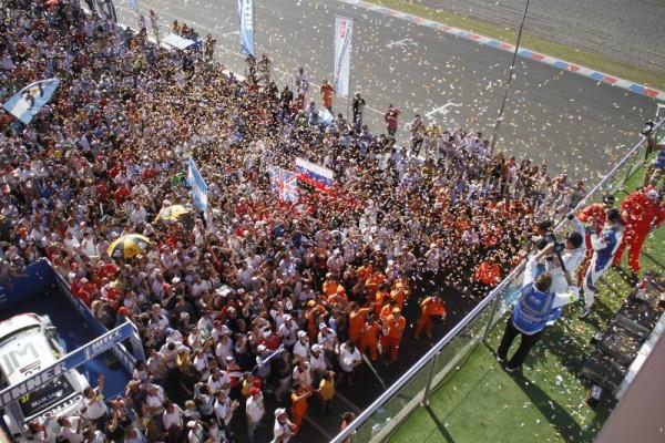 WTCC-2014-ARGENTINE-Gros-succes-populaire-pour-les-victoires-du-Local-LOPEZ