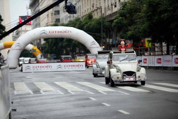 WTCC-2015-A-BUENOS-AIRES-Show-Equipe-CITROEN-Défilé-de-2-CV