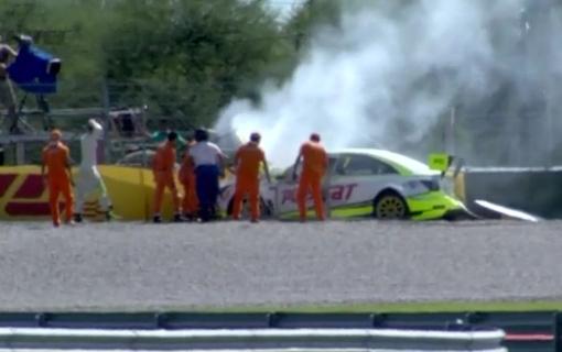 WTCC-2015-ARGENTINE-Le-crash-de-la-CHEVROLET-de-Hugo-VALENTE