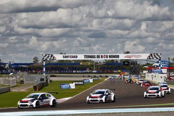 WTCC-2015-Le-1er-tour-de-la-première-course-sur-la-piste-Argentine-de-TERMAS-RIO-DE-HONDO
