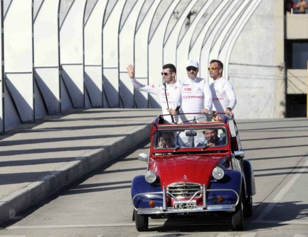 WTCC-2015-TERMAS-HONDO-Les-pilotes-CITROEN-presentation-dans-une-antique-DEUDEUCHE