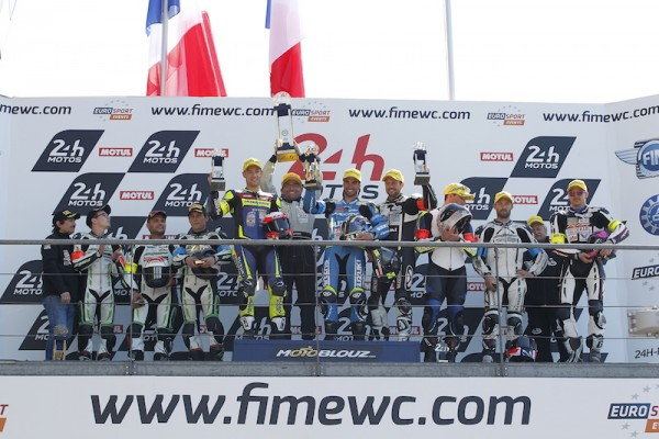24-HEURES-DU-MANS-2015-Le-podium-des-SUPERSPORT-1er-SUZUKI-GSXR-1000-N°-72-avec-GUITTET-Baptist-Greg-BLACK-et-Romain-MAITRE
