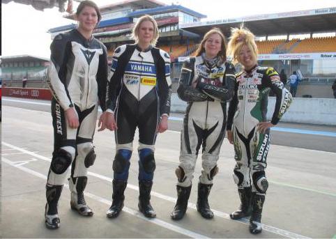 24-HEURES-DU-MANS-MOTO-2015-Test-collectif-avant-la-course-equipage-feminin.