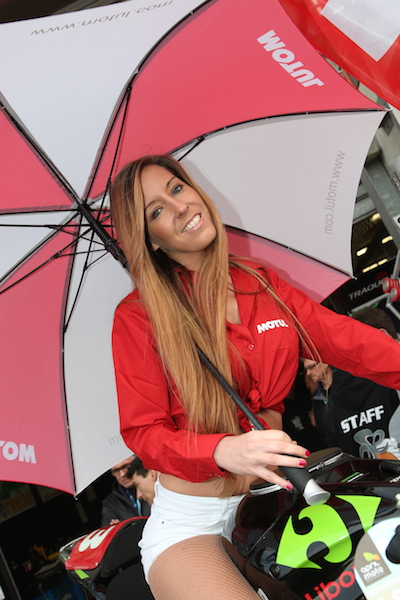 24-HEURES-DU-MANS-MOTOS-2015-GRID-GIRLS-