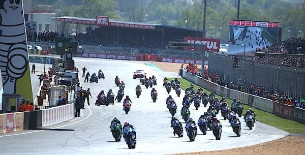 24-HEURES-DU-MANS-MOTOS-2015-Le-depart.