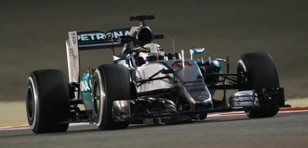 F1-2015-BAHREIN-HAMILTON-MERCEDES-en-pole