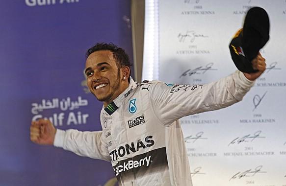 F1 2015  BAHREIN HAMILTON seul au monde et déja victorieux de son 3éme GP en 2015