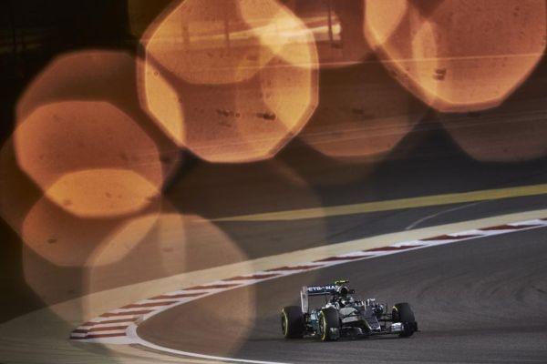 F1-2015-BAHREIN-MERCEDES-Lewis-HAMILTON.