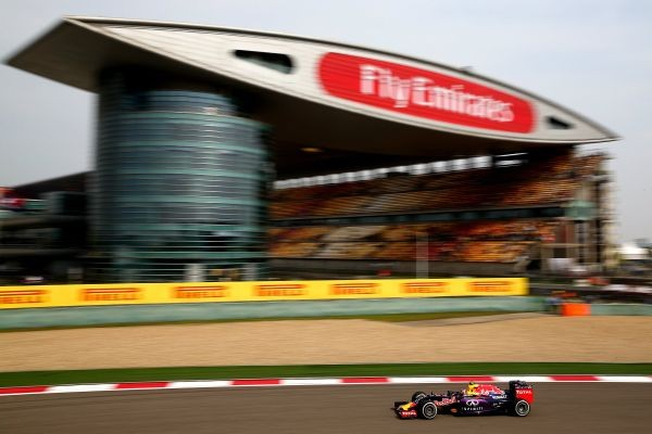 F1-2015-CHINE-SHANGHAI-RED-BULL-RENAULT-de-RICCIARDO-le-12-avril