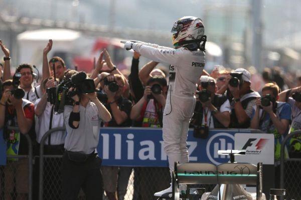 F1-2015-CHINE-SHANGHAI-VICTOIRE-de-la-MERCEDES-de-Lewis-HAMILTON-mais-la-F1-devient-ennuyeuse-et-soporifique