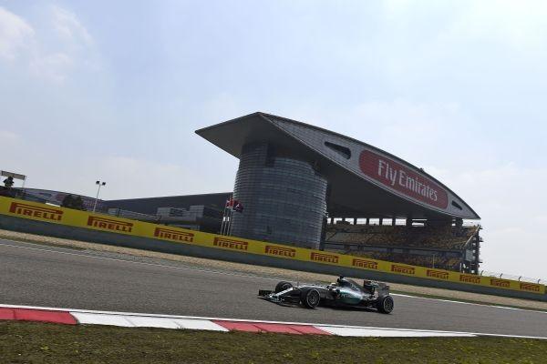 F1-2015-CHINE-SHANGHAI-VICTOIRE-pour-la-HAMILTON-MERCEDES-le-12-avril.