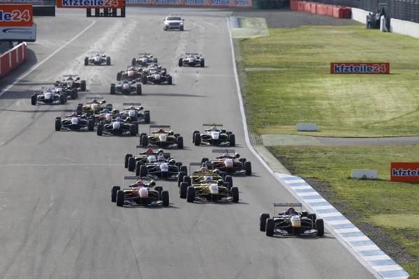 F3 2014 HOCKENHEIM - Le départ de la 1ére course Max VERSTAPPEN devant Lucas AUER et Tom BLOMQVIS