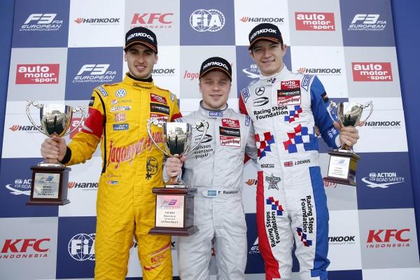 F3 2015 - SILVERSTONE - Podium de la 1ére course avec ROSENQVIST - GIOVANAZZI et Jake DENNIS