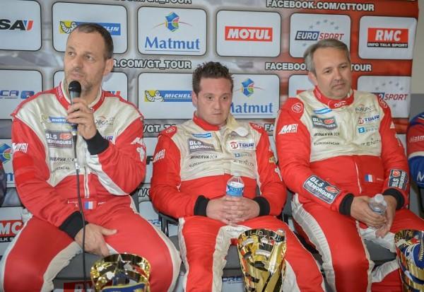 GT-TOUR-2015-LEDENON-Les-pilotes-victorieux-de-la-1ére-course-avec-la-FERRARI-F458-N°20-Team-AKKA-ASP-Photo-Antoine-CAMBLOR.