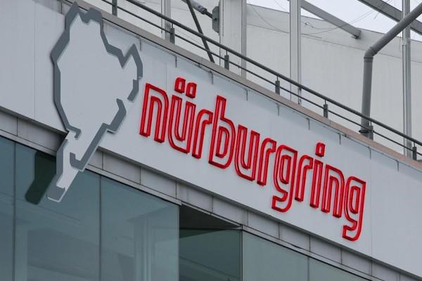PREMIERE MONDIALE AU NÜRBURGRING: INSTAURATION DE LIMITATIONS DE VITESSE!