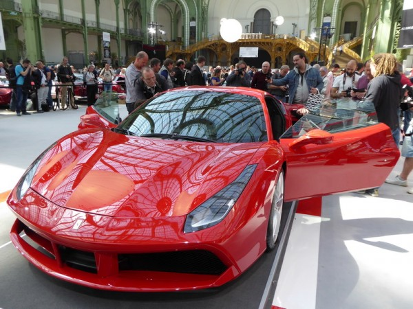 TOUR-AUTO-2015-Ferrari-488-GTB-très-entourée