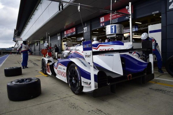WEC-2015-SILVERSTONE-Ultime-arret-pour-la-TOYOTA-TS040-N°1-Photo-Max-MALKA